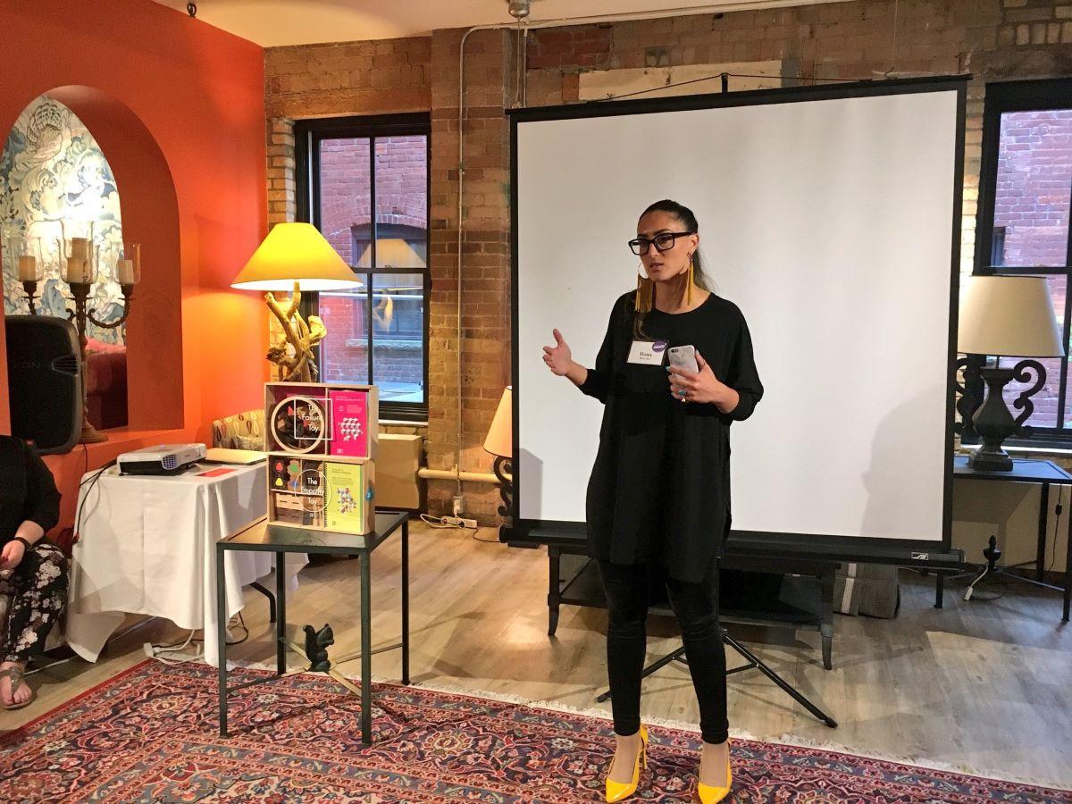 Ilana Ari demo her product with investors
