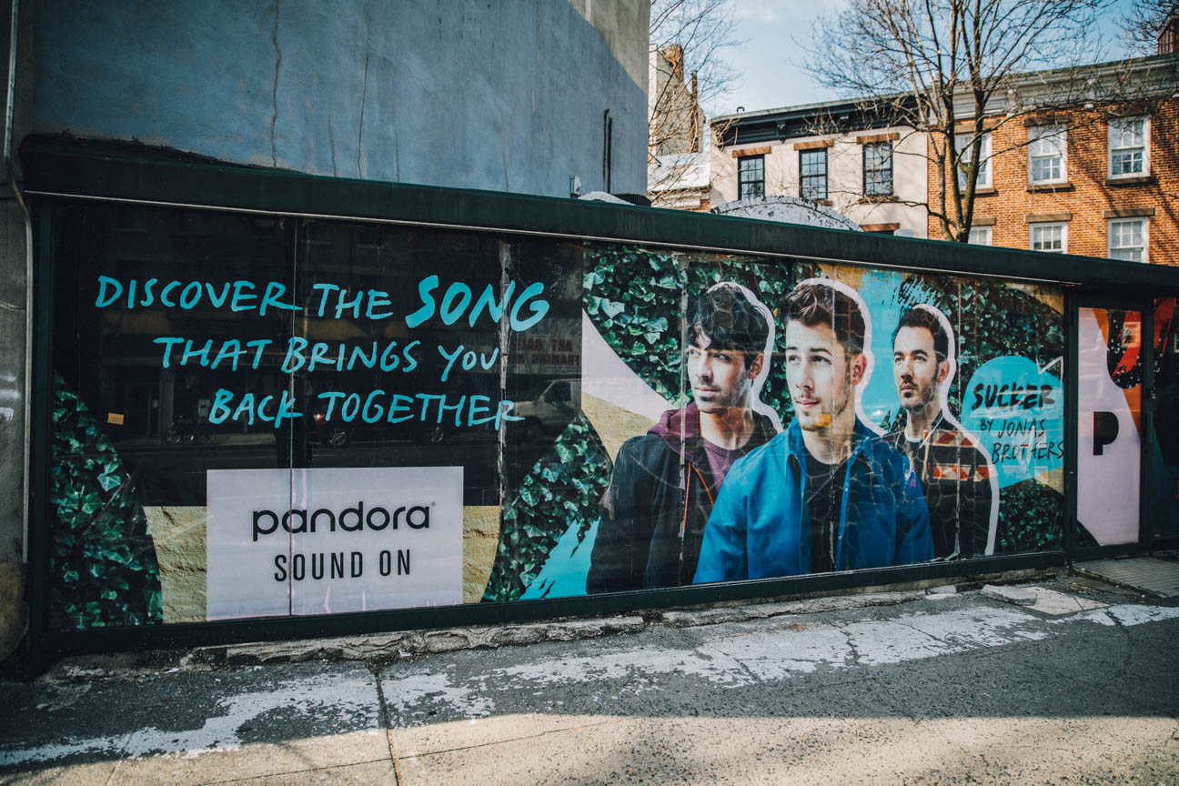 Pandora in an ads with Jonash Brothers
