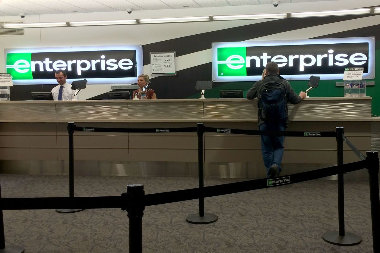 Enterprise staff support customer in an airport branch